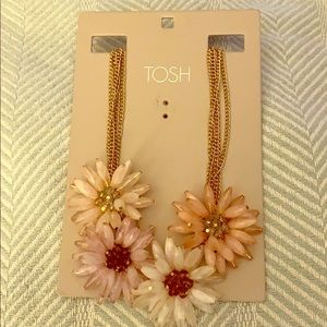 Tosh statement necklace with flowers